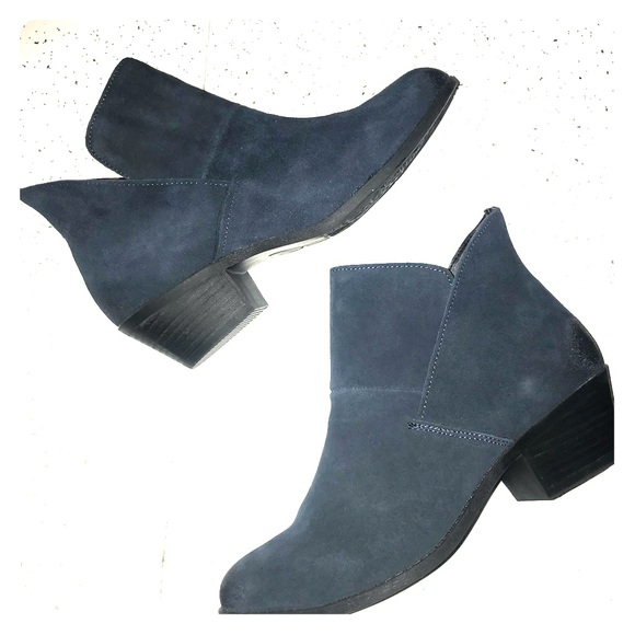 buy sale catch coupon code NEW Ankle booties navy blue leather NWT